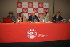 De izda a dcha Joserra Plaza; Rosa Leguineche; Txuskan Coterón; Fermín Galindo profesor en la Universidad de Santiago de Compostela y Begoña Marañón, directora Cadena SER Euskadi